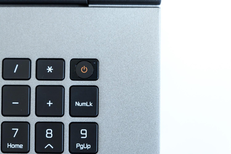 LG gram 17inch の指紋認証パーツ